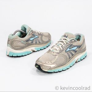 Brooks Women's Ariel Mogo Running Shoe Sneakers